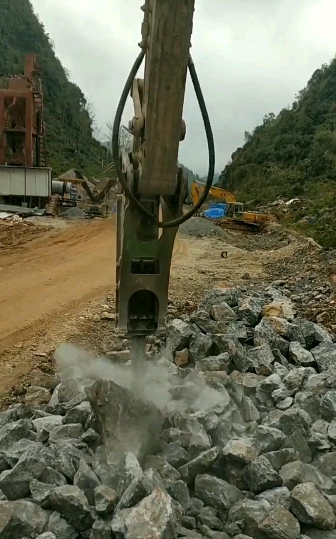【操作教学】140破碎锤快速解片石