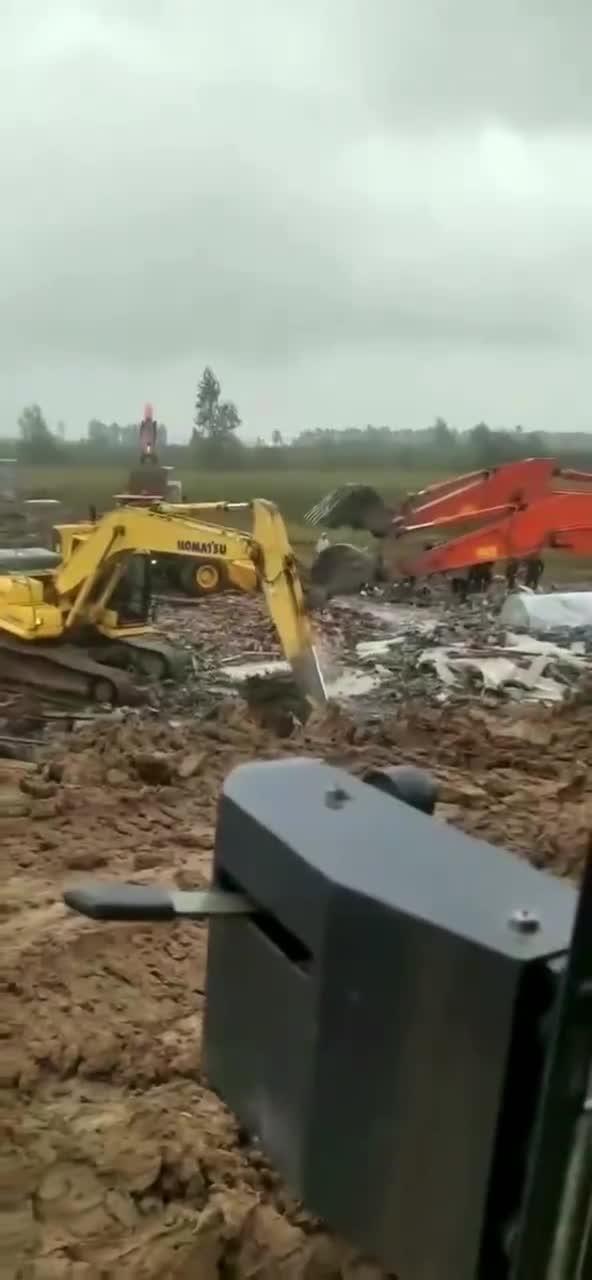 又有挖掘机打群架了…… 行情这么不好,