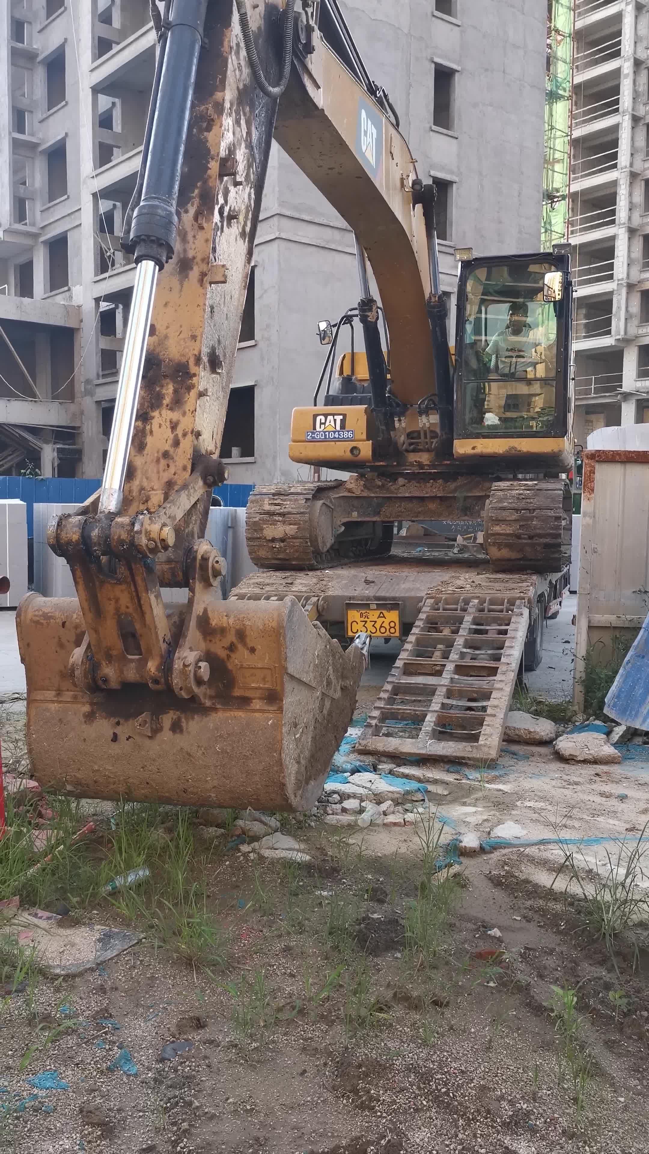 来一个20吨挖机下6米8的全程录像