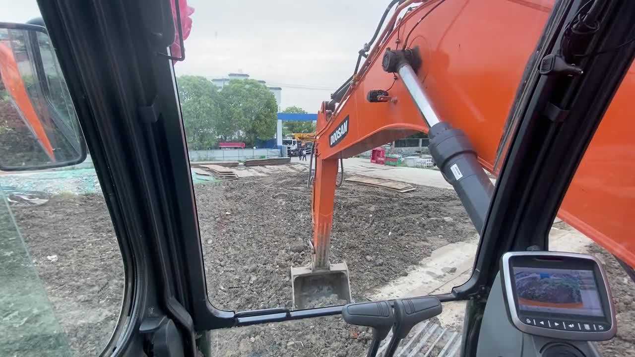 斗山挖掘机第一视角工作